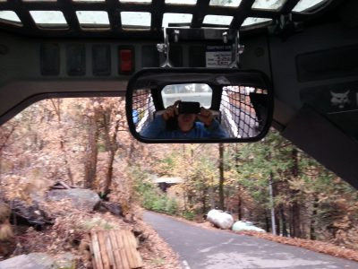 Image of the rear view mirror from the operator's perspective