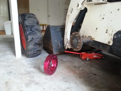 Image of wheel spacer and front axle of the Bobcat